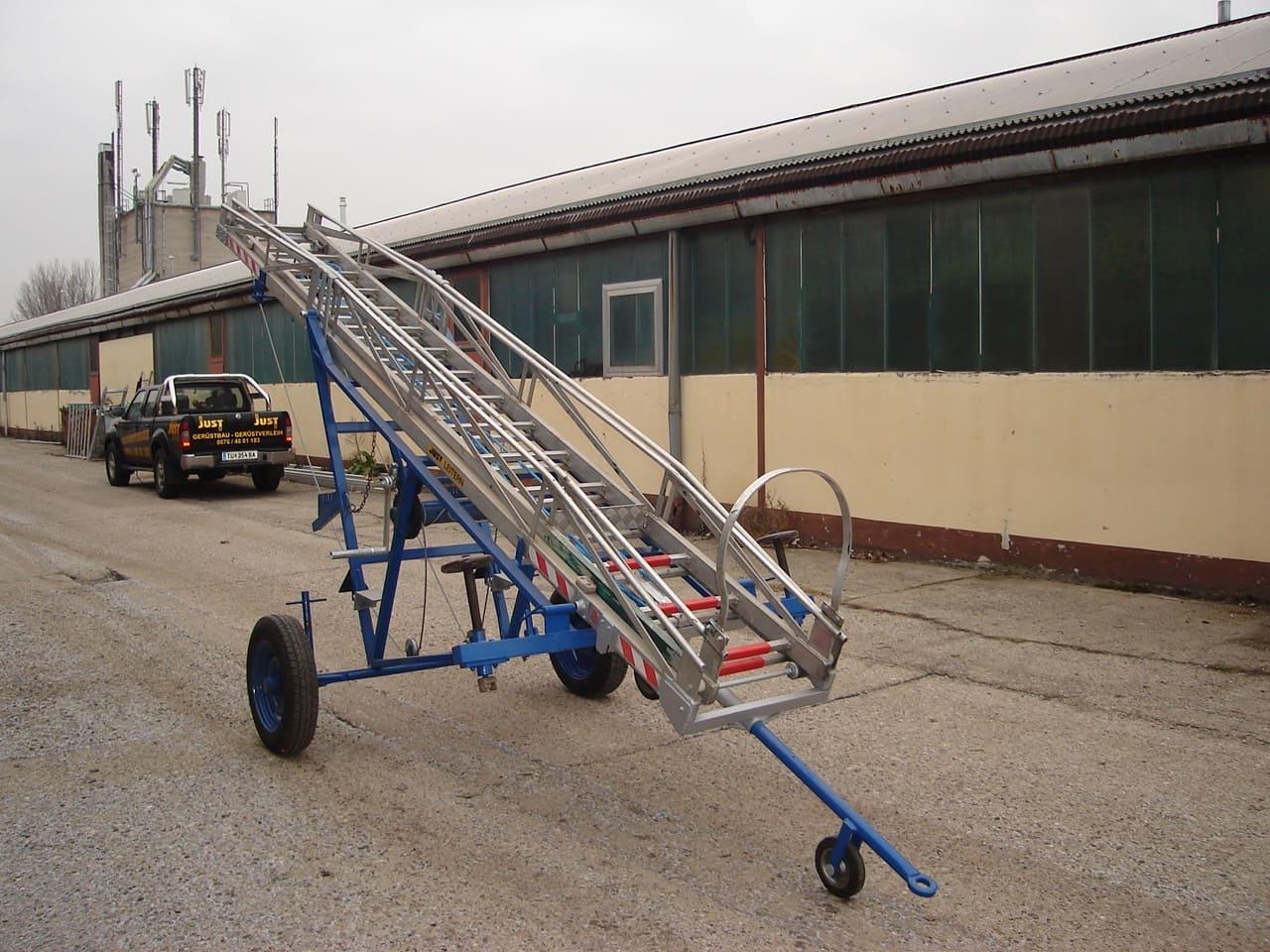 Pojazdný rebrík 64