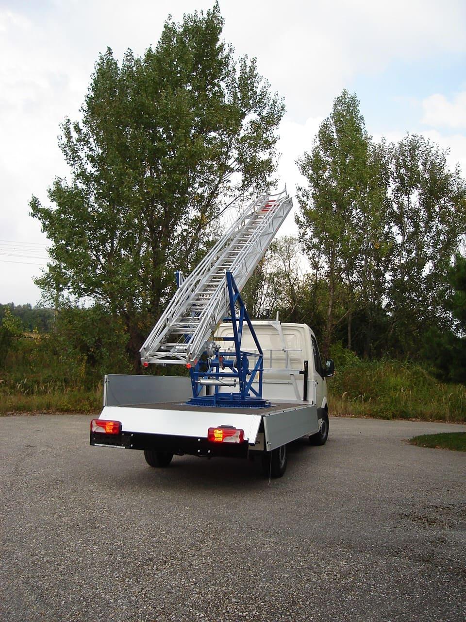 otočný rebrík na aute typ 66