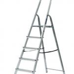 bytový rebrík plošinkový