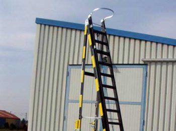 Drevený trolejový rebrík s veľkými drevenými kolesami BJ 2003