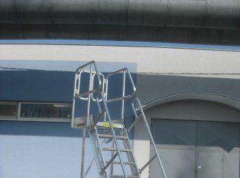 Pojazdné schody s vyloženou plošinou